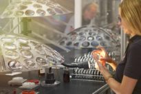 Optikunternehmen: Sie produzieren jedes zehnte Brillenglas in Deutschland