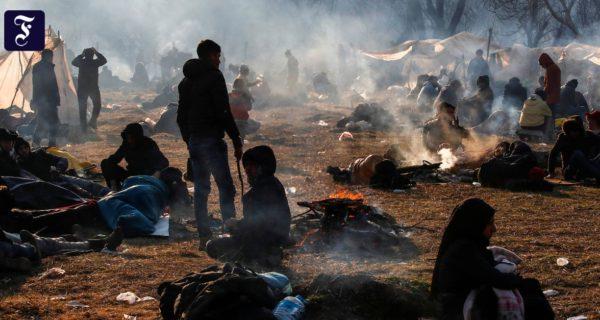 """""""Wir haben die Tore geöffnet"""": Zehntausende Flüchtlinge an türkisch-griechischer Grenze"""