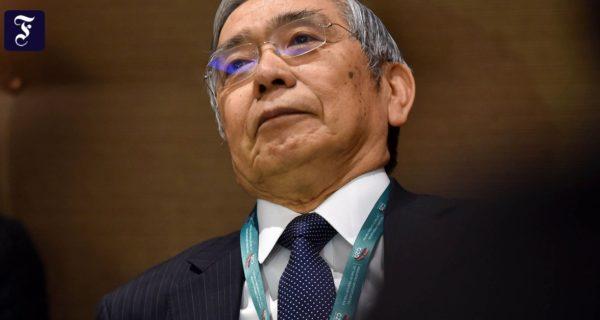 Geldpolitik: Japans Notenbank finanziert Geldgeschenk