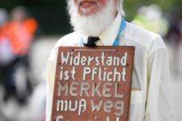 Proteste gegen Corona-Politik: Brett vor dem Kopf gehört nicht zu den Grundrechten