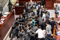 Nationalhymnen-Gesetz: Handgemenge im Hongkonger Parlament